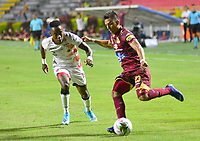 IBAGUÉ- COLOMBIA,19-10-2019:Alex Castro(Der.)jugador del Deportes Tolima disputa el balón contra Ever Valencia (Izq.) jugador de Cúcuta Deportivo durante  partido por la fecha 18 de la Liga Águila II 2019 jugado en el estadio Manuel Murillo Toro de la ciudad de Ibagué. /Alex Castro (R) player of Deportes Tolima fights the ball agaisnt Ever Valencia (L) player of Cucuta Deportivo during the 18 date  match for  the Liga Aguila II 2019 played at the Manuel Murillo Toro stadium in Ibague city. Photo: VizzorImage / Juan Carlos Escobar  / Contribuidor
