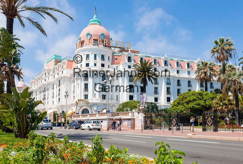 France, Provence-Alpes-Côte d'Azur, Nice: Le Negresco hotel, Promenade des Anglais   Frankreich, Provence-Alpes-Côte d'Azur, Nizza: das beruehmte Hotel Le Negresco an der Promenade des Anglais