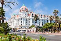 France, Provence-Alpes-Côte d'Azur, Nice: Le Negresco hotel, Promenade des Anglais | Frankreich, Provence-Alpes-Côte d'Azur, Nizza: das beruehmte Hotel Le Negresco an der Promenade des Anglais