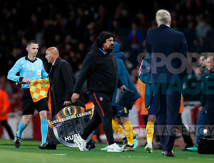 Atletico's German Burgos refuses to shake hands with Arsenal's Arsene Wenger at the final whsitle during the Europa League Semi Final 1st Leg, match at the Emirates Stadium, London. Picture date: 26th April 2018. Picture credit should read: David Klein/Sportimage