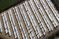 Sattelauflieger: EUROPA, DEUTSCHLAND, MECKLENBURG- VORPOMMERN 01.04.2019 Brüggen übernahm 2004 in Lübtheen die ehemalige MV Lübtheen GmbH. Hier steht nach technischen Investitionen in zweistelliger Millionenhöhe das modernste Nutzfahrzeugwerk Europas. Es umfasst über 430.000 qm Fläche und eine überbaute Fläche von rund 52.000 qm. In Lübtheen fertigen über 900 Beschäftigte exklusiv für Krone jährlich durchschnittlich 8.000 - 9.000 aktiv und passiv gekühlte Einheiten. Brüggen produziert und liefert Kühlauflieger, Trockenfracht- und Frischdienstauflieger sowie Wechselkoffer in 40 Länder. Die wichtigsten Exportmärkte sind Spanien, Polen, Dänemark, die Niederlande und Italien.