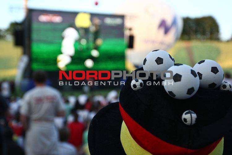 23.06.2010, Olympiapark, Muenchen, GER, FIFA Worldcup, Puplic Viewing Ghana vs Deutschland  im Bild Fanhut , Foto: nph /  Straubmeier