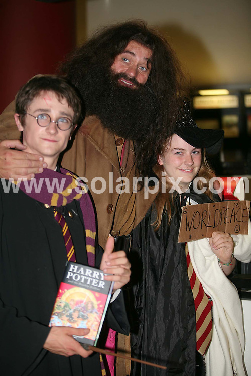 **ALL ROUND PICTURES FROM SOLARPIX.COM**.**SYNDICATION RIGHTS FOR SPAIN, PORTUGAL & DUBAI (U.A.E) ONLY**.The launch of Harry Potter and the Deathly Hallows at Waterstone's book shop  Piccadilly  London..This Pic: Fans The launch of Harry Potter and the  Waterstone's book shop London...JOB REF:4358   NLA    DATE: 20.07.07.*UNDER NO CIRCUMSTANCES IS THIS IMAGE TO BE REPRODUCED FOR ANY ONLINE EDITION WITHOUT PRIOR PERMISSION*