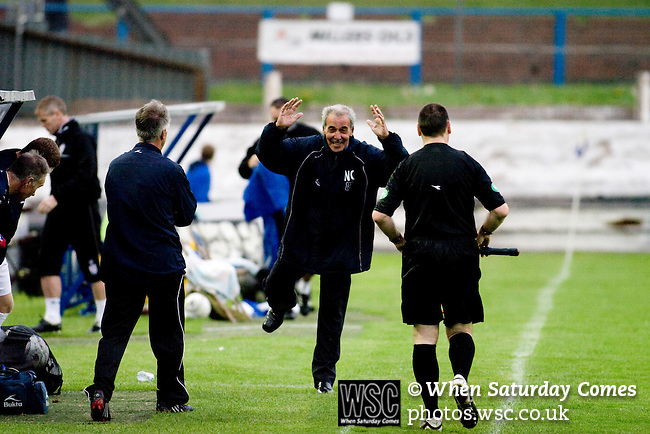 Cowdenbeath 0 Dundee 3, 18/08/2009. Central Park, Alba Challenge Cup. Dundee's veteran manager Jocky Scott making a point to the referee's assistant as his team takes on Cowdenbeath in the Alba Challenge Cup second round tie at Central Park, Cowdenbeath. The visitors won by 3 goals to nil. The Challenge Cup is open to all Scottish League clubs. Cowdenbeath's Central Park was opened in in the Fife town in 1917 and also hosts stock car racing and a weekly open air market. Photo by Colin McPherson.