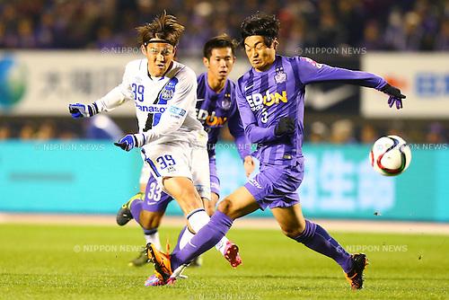 (L-R)<br /> Takashi Usami (Gamba),<br />  Byeon Jun Byum (Sanfrecce),<br /> DECEMBER 5, 2015 - Football / Soccer : <br /> 2015 J.League Championship Final 2nd leg match<br /> between Sanfrecce Hiroshima - Gamba Osaka<br /> at Hiroshima Big Arch in Hiroshima, Japan.<br /> (Photo by Shingo Ito/AFLO SPORT)