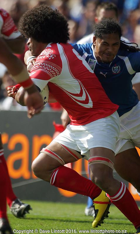 Alesana Tuilagi tackles Finau Maka..Rugby World Cup. Samoa v Tonga, Stade De La Mosson, Montpellier, France. Sunday 16 September 2007. Photo: Dave Lintott/PHOTOSPORT