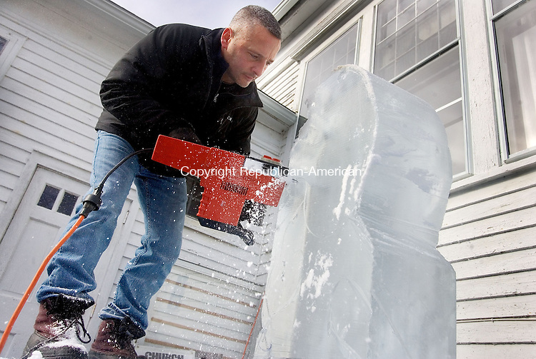 TORRINGTON, CT. 02 February 2013-020213SV06-Rob Ferrucci of Watertown puts on an ice sculpting demonstration during The Parks and Recreation Department annual winter carnival at Major Besse Park in Torrington Saturday. The event was sponsored by the parks and recreation department in collaboration with the First Congregational Church of West Torrington. .Steven Valenti Republican-American