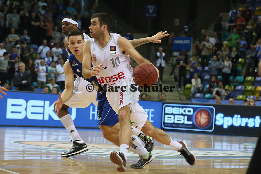Jared Jordan (Bamberg) gegen Konstantin Klein (Skyliners) - Fraport Skyliners vs. Brose Baskets Bamberg, Fraport Arena Frankfurt