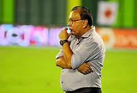 BARRANCABERMEJA - COLOMBIA, 16-09-2017:  Jorge Luis Bernal técnico de Alianza Petrolera gesticula durante el encuentro con Envigado FC fecha 12 de la Liga Aguila II 2017 disputado en el estadio Daniel Villa Zapata de la ciudad de Barrancabermeja. / Jorge Luis Bernal  coach of Alianza Petrolera gestures during a match against Envigado FC for the date 12 of the Aguila League II 2017 played at Daniel Villa Zapata stadium in Barrancebermeja city. Photo: VizzorImage / Jose Martinez / Cont
