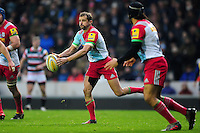 Nick Evans of Harlequins passes the ball. Aviva Premiership match, between Leicester Tigers and Harlequins on November 20, 2016 at Welford Road in Leicester, England. Photo by: Patrick Khachfe / JMP