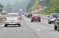 SAO PAULO, SP, 29 DEZEMBRO 2012 - Movimentacao na rodovia Fernao Dias na manha deste sabado, 29.. (FOTO: ALEXANDRE MOREIRA / BRAZIL PHOTO PRESS).