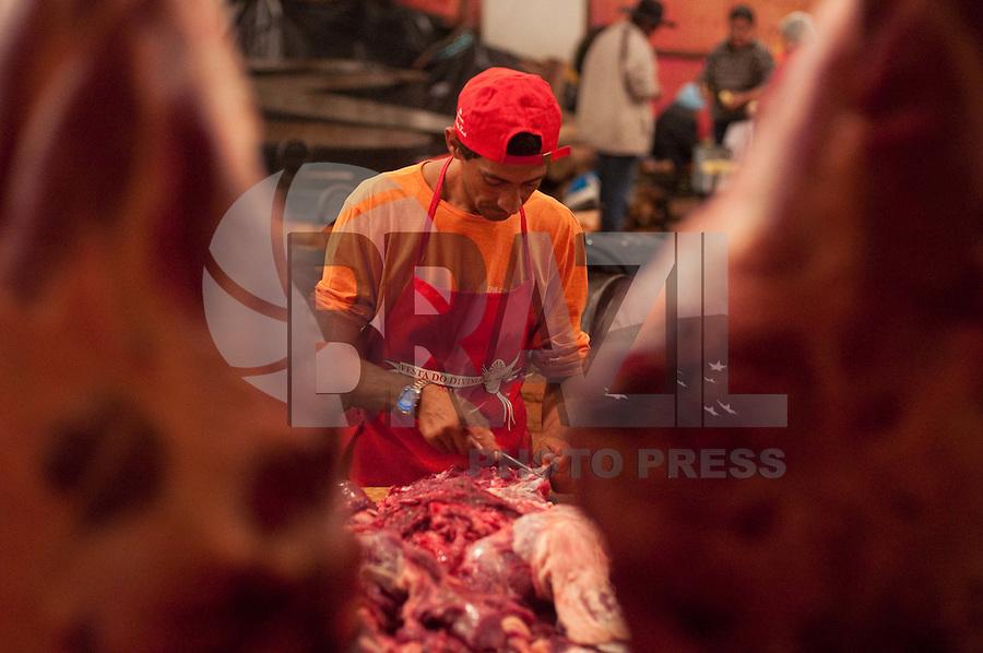 SÃO LUIZ DO PARAITINGA, SP, 26 DE MAIO DE 2012 - FESTA DO DIVINO - Procissão do Divino realizado na noite desta sexta feira (25) e que faz parte da programação da Festa do Divino, que ocorre em São Luiz do Paraitinga neste final de semana. (FOTO: LEVI BIANCO - BRAZIL PHOTO PRESS)