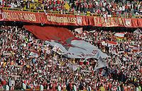 BOGOTÁ -COLOMBIA, 04-05-2014. Aspecto de los hinchas de Santa Fe durante el encuentro de vuelta entre Independiente Santa Fe y Once Caldas por los cuartos de final de la Liga Postobón I 2014 jugado en el estadio Nemesio Camacho El Campín de la ciudad de Bogotá./ Aspect of the supporters of Santa Fe during second leg match between Independiente Santa Fe and Once Caldas for the quarterfinals of the Postobon League I 2014 played at Nemesio Camacho El Campin stadium in Bogota city. Photo: VizzorImage/ Gabriel Aponte / Staff