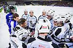 Stockholm 2014-01-10 Bandy Elitserien Hammarby IF - Sandvikens AIK :  <br />   Sandvikens assisterande tr&auml;nare Anders Jacobsson i aktion under en timeout med Sandviken spelare<br /> (Foto: Kenta J&ouml;nsson) Nyckelord: