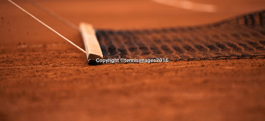 Paris, France, 22 June, 2016, Tennis, Roland Garros, court attendance sweeping the claycourt<br />