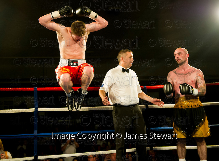 Tony Jones, Telford (red shorts) v Matt Seawright, Tamworth (gold shorts).