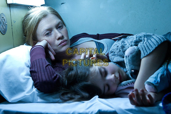 Mireille Enos &amp; Sterling Jerins<br /> in World War Z (2013) <br /> *Filmstill - Editorial Use Only*<br /> CAP/FB<br /> Image supplied by Capital Pictures