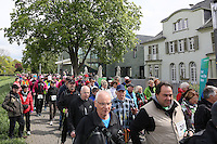 Nordic Walker am Start an den Opelvillen