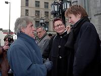 Jean Besre<br />  aux Funerailles de Gratien Gelinas, mars 1999.<br /> <br /> PHOTO :  Agence Quebec Presse<br /> <br /> Les images commandees seront recadrees lorsque requis