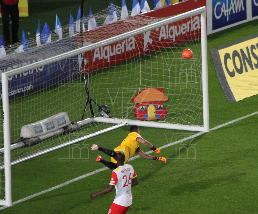 BOGOTA -COLOMBIA, 19-03-2017. Deiver Machado (Out picture) player of Millonarios scores his goal agaisnt  of Independiente Santa Fe  during match for the date 10 of the Aguila League I 2017 played at Nemesio Camacho El Campin stadium . Photo:VizzorImage / Felipe Caicedo  / Staff