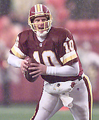 Washington Redskins reserve quarterback Kent Graham (10) looks for an open receiver in fourth quarter action against the Arizona Cardinals at FedEx Field in Landover, Maryland on January 6, 2002. The Redskins won the game 20 - 17..<br /> Credit: Arnie Sachs / CNP