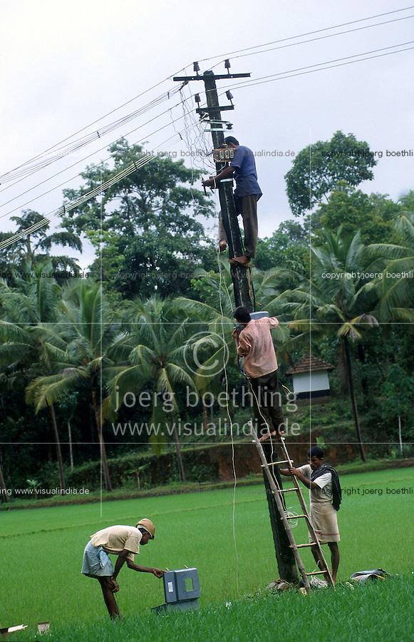 INDIA, Karnataka, grid construction in village, rural electrification / INDIEN, Anschluss eines Dorfes an das Stromnetz