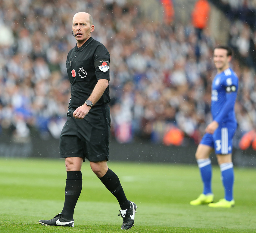 Referee Mike Dean<br /> <br /> Photographer Stephen White/CameraSport<br /> <br /> The Premier League - Saturday 10th November 2018 - Leicester City v Burnley - King Power Stadium - Leicester<br /> <br /> World Copyright © 2018 CameraSport. All rights reserved. 43 Linden Ave. Countesthorpe. Leicester. England. LE8 5PG - Tel: +44 (0) 116 277 4147 - admin@camerasport.com - www.camerasport.com