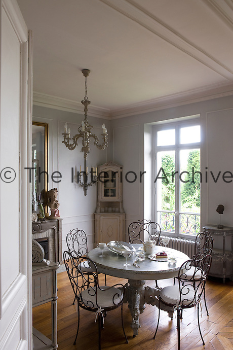 The furniture in the elegant dining room was all sourced from the flea market at Saint-Ouen