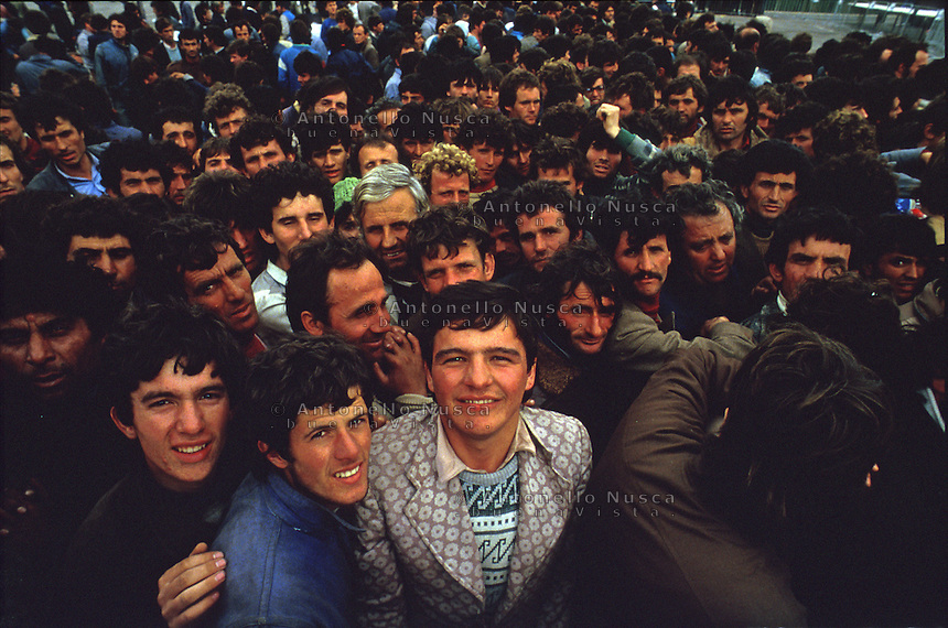 It was March 8, 1991 when thousands of albanian refugees reached Italy after the fall of the comunist regime. The city of Brindisi, south Italy was invaded by a mass of desperate and poor people.<br /> After 20 years thousands of refugees are ready to reach Italy from Libya and Tunisia.<br /> Albanian people arrive at the Brindisi harbor.