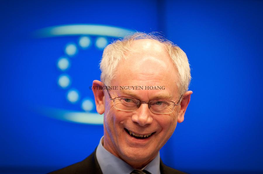 Herman Van Rompuy à la conférence de presse du Sommet européen à Bruxelles...Herman Van Rompuy at the press conference of the European summit in Brussels