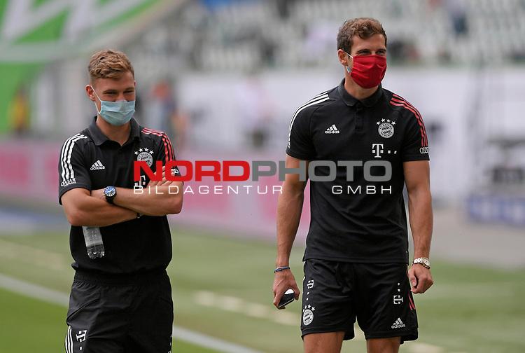 27.06.2020, Fussball: nph00001 1. Bundesliga 2019/2020, 34. Spieltag, VfL Wolfsburg - FC Bayern Muenchen, in der Volkswagen-Arena Wolfsburg. (L-R) Joshua Kimmich (Bayern MŸnchen) und Leon Goretzka (Bayern MŸnchen)<br /><br />Foto: Bernd Feil/M.i.S./ /Pool/nordphoto<br /><br />Nur fŸr journalistische Zwecke! Only for editorial use! <br /><br />GemŠ§ den Vorgaben der DFL Deutsche Fussball: nph00001 Liga ist es untersagt, in dem Stadion und/oder vom Spiel angefertigte Fotoaufnahmen in Form von Sequenzbildern und/oder videoŠhnlichen Fotostrecken zu verwerten bzw. verwerten zu lassen. DFL regulations prohibit any use of photographs as image sequences and/or quasi-video.    <br /><br />National and international NewsAgencies OUT.
