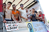 "Un momento del Gay Pride a Roma, 7 giugno 2014.<br /> Demonstrators attend the Gay Pride in Rome, 7 June 2014. The sign at left reads ""Kiss me. I need it"".<br /> UPDATE IMAGES PRESS/Riccardo De Luca"