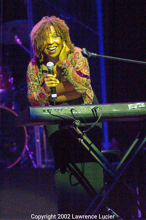 NEW YORK-OCTOBER 28: Recording artist Roberta Flack performs at the Artists Empowerment Coalition benefit concert October 28, 2002, at the Beacon Theater in New York City.