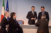 Roma, 12 Dicembre 2012.Conferenza stampa del ministro delle  politiche agricole alimentari e forestali Mario Catania, dopo l'incontro sulla filiera agroalimentare con i rappresentanti delle maggiori organizzazioni della filiera agroalimentare nazionale, Confagricoltura, Coldiretti.