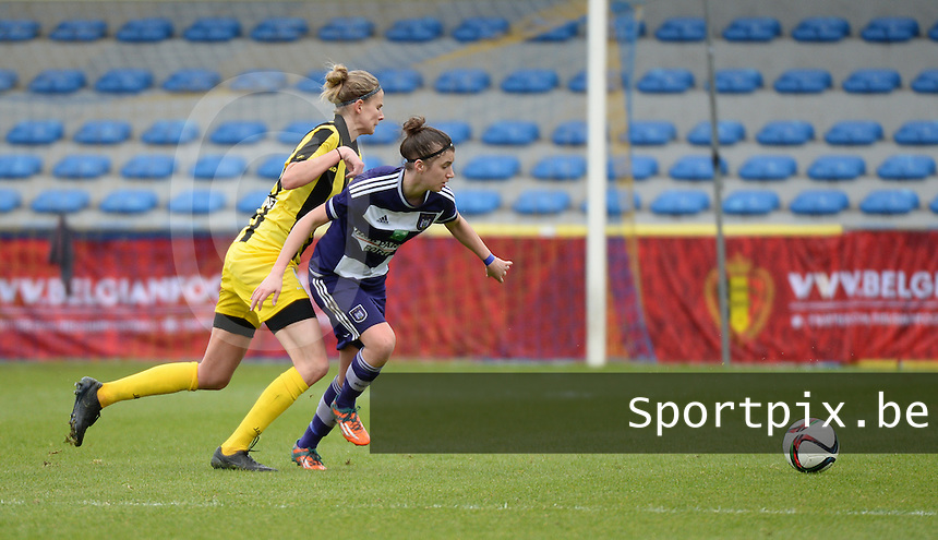 20160417 - WESTERLO , BELGIUM : Lierse's Justine Vanhaevermaet (L) and Anderlecht's Justine Blave (R)  pictured during the final of Belgian cup 2016 , a soccer women game between SK Lierse Dames and RSC Anderlecht  , in stadion Het Kuipje Westerlo , sunday 17 th April 2016 . PHOTO SPORTPIX.BE / DIRK VUYLSTEKE