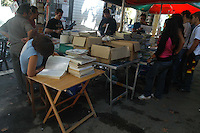 Bancarelle dei libri scolastici usati sul lungotevere Oberdan di Roma. Stalls of the used school books on the Lungotevere Oberdan in Rome....