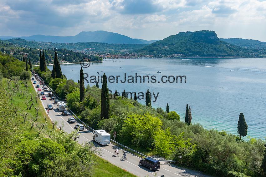 Italy, Veneto, Lake Garda, near Garda: on weekends and in high season with traffic jam | Italien, Venetien, Gardasee, bei Garda: in der Hochsaison und an Wochenenden muss mit Staus gerechnet werden