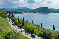 Italy, Veneto, Lake Garda, near Garda: on weekends and in high season with traffic jam | Italien, Venetien, Gardasee, bei Garda: in der Hochsaison und an Wochenenden muss mit Staus gerechnet werden