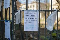 """Corona-Krise, Hilfe fuer Obdachlose.<br /> Menschen in Berlin haben fuer Obdachlose """"Spenden- und Gabenzaeune"""" eingerichtet. Dort haengen sie Bekleidung und haltbare Lebensmittel auf, die sich Obdachlose mitnehmen koennen.<br /> Im Bild: Ein Spendenzaun an der Evangelische Kirchengemeinde am Weinberg in Berlin-Mitte.<br /> 24.3.2020, Berlin<br /> Copyright: Christian-Ditsch.de<br /> [NUR FUER REDAKTIONELLE ZWECKE! Werbung nur auf Anfrage beim Fotografen. Inhaltsveraendernde Manipulation des Fotos nur nach ausdruecklicher Genehmigung des Fotografen. Vereinbarungen ueber Abtretung von Persoenlichkeitsrechten/Model Release der abgebildeten Person/Personen liegen nicht vor. NO MODEL RELEASE! Don't publish without copyright Christian-Ditsch.de, Veroeffentlichung nur mit Fotografennennung, sowie gegen Honorar, MwSt. und Beleg. Konto: I N G - D i B a, IBAN DE58500105175400192269, BIC INGDDEFFXXX, Kontakt: post@christian-ditsch.de<br /> Bei der Bearbeitung der Dateiinformationen darf die Urheberkennzeichnung in den EXIF- und  IPTC-Daten nicht entfernt werden, diese sind in digitalen Medien nach §95c UrhG rechtlich geschuetzt. Der Urhebervermerk wird gemaess §13 UrhG verlangt.]"""