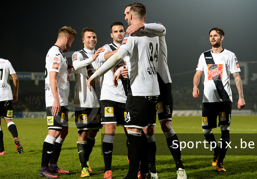 20161217 - ROESELARE , BELGIUM : Roeselare's Mathieu Cornet pictured celebrating his goal and the 3-1 lead for Roeselare with his teammates during the Proximus League match of D1B between Roeselare and Cercle Brugge, in Roeselare, on Saturday 17 December 2016, on the day 20 of the Belgian soccer championship, division 1B. . SPORTPIX.BE | DAVID CATRY