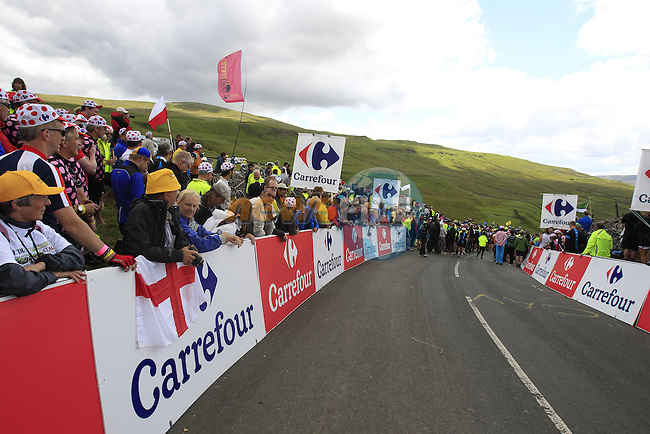 Massive crowds on the summit of Cote de Cray on Stage 1 of the 2014 Tour de France running 190.5km from Leeds to Harrogate. 5th July 2014.<br /> Picture: Eoin Clarke www.newsfile.ie