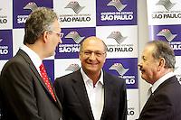 OSASCO,SP - 22.05.2014. -O GOVERNADOR DE SÃO PAULO GERALDO ALCKIMIN INAUGURA REFORMA DO HOSPITAL REGIONAL EM OSASCO - Da esquerda para direita o prefeito da cidadde de Osasco Jorge Lapas (PT),o governador do Estado de São Paulo Geraldo Alckimin, e o deputado estadual Celso Giglio (PSDB),  participam da inauguração das reforma do Hospital Regional de Osasco e assinatura de convênio para implantação de filial do Icesp na manhã desta quinta feira (22) (Foto: Aloisio Mauricio / Brazil Photo Press)