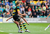 9th September 2017, Franklins Gardens, Northampton, England; Aviva Premiership Rugby, Northampton Saints versus Leicester Tigers; Teimana Harrison of Northampton Saints offloads as Nick Malouf of Leicester Tigers makes the tackle