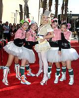©2004 KATHY HUTCHINS /HUTCHINS PHOTO.AMERICAN MUSIC AWARDS.LOS ANGELES, CA.NOVEMBER 14, 2004..GWEN STEFANI
