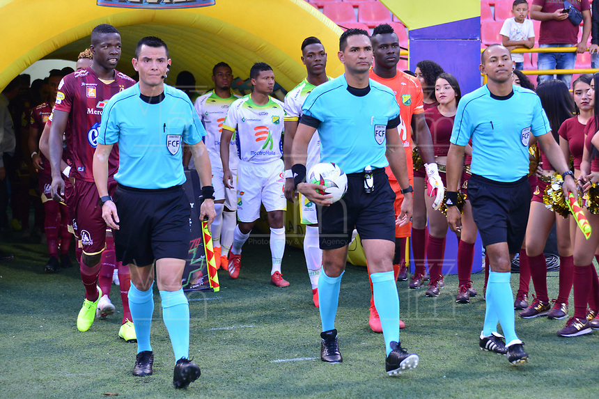 IBAGUE - COLOMBIA, 08-09-2019: Heider Yesid Castro (C), arbitro, durante partido entre Deportes Tolima y Atlético Huila por la fecha 10 de la Liga Águila II 2019 jugado en el estadio Manuel Murillo Toro de la ciudad de Ibagué. / Heider Yesid Castro (C), referee, during match between Deportes Tolima and Atletico Huila for the date 10 as part Aguila League II 2019 played at Manuel Murillo Toro stadium in Ibague city. Photo: VizzorImage / Juan Carlos Escobar / Cont