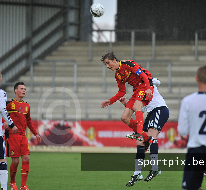Scotland U19 - Belgium U19 : Julien De Sart wins the header.foto DAVID CATRY / Nikonpro.be