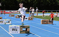 Leichtathletik 5. Kinderleichtathletik-Sportfest der LAV 2017   24.06.2017 Huerdenlauf ueber Bananenkisten; Lukas Rapp (LAV Stadtwerke Tuebingen)