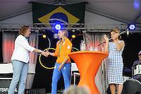 ZEILEN: WARTEN: 27-08-2016, Huldiging Marit Bouwmeester, CDA gedeputeerde voor de Provincie Fryslân Sietske Poepjes feliciteert Marit Bouwmeester, ©foto Martin de Jong
