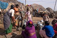 Indien, Orissa, Puri, Brunnen im im Fischerdorf