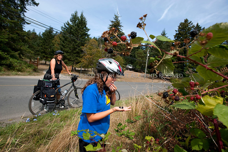 8/26/2009--Pender Island, British Columbia, Canada..Jodene Les (right) and  her Aunt, Jody Terpstra, stop on a road on Pender Island to enjoy blackberries...©2009 Stuart Isett. All rights reserved.